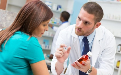 Pharmacist consults with patient about new prescription medication