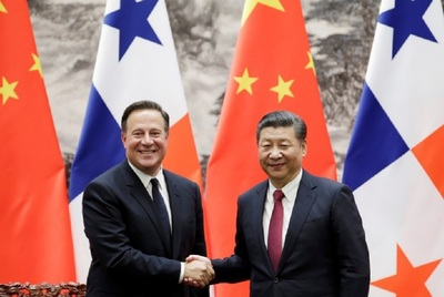 Juan Carlos Varela and Xi Jinping signed various agreements.