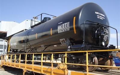 Saudi Arabia orders over a thousand new railroad tanker cars.