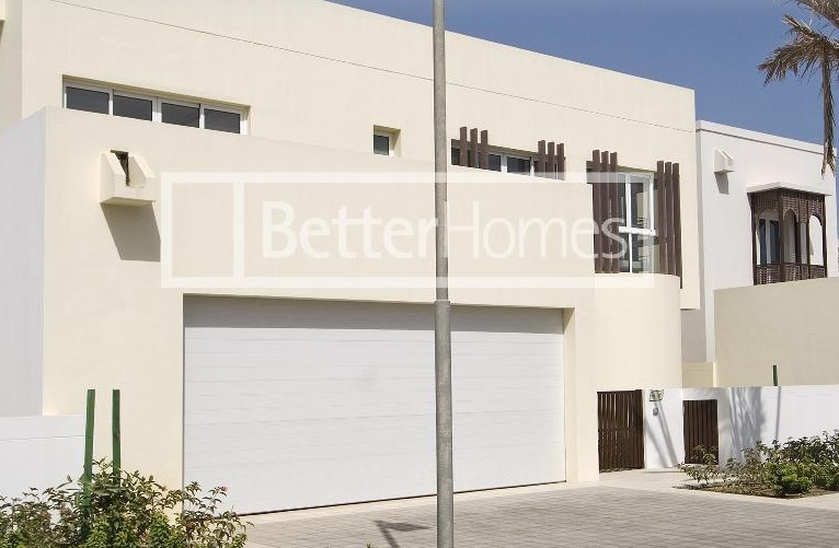 A Five bedroom detached villa is now available in The Wave Muscat