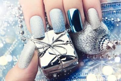 Medium shutterstock manicure silver