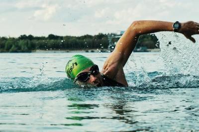 Medium action active athlete 1415810