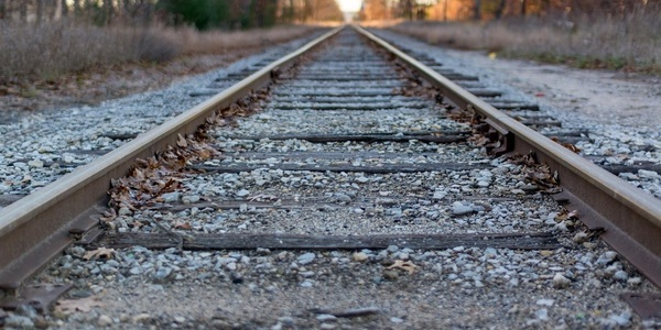 Large railroad tracks 1280