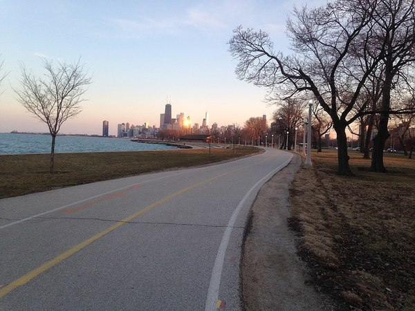 Large lakefront trail (13655482175)