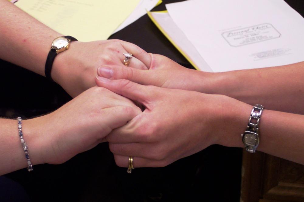 Handshakewomen 1000x667