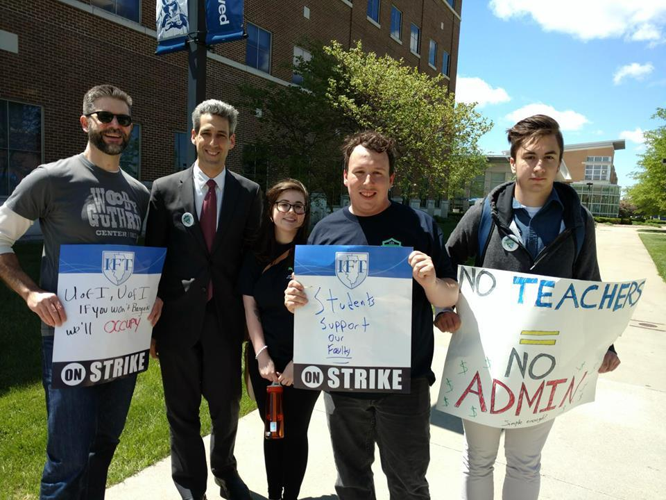 Sen. Biss photographed with strikers and students in support of the UIS UF.
