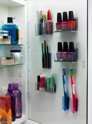 MagnaPods help you restore organization and order to your medicine cabinet. The clear high quality plastic containers magnetically adhere to the inside of your steel-framed medicine cabinet door.