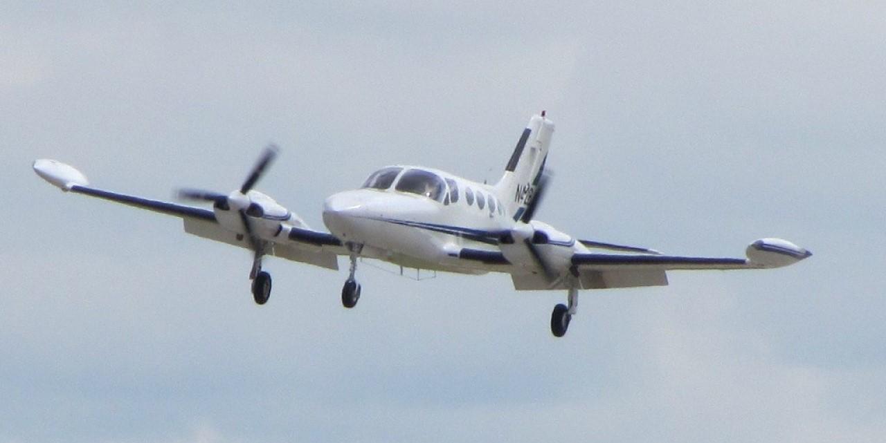 Cessna421b landing