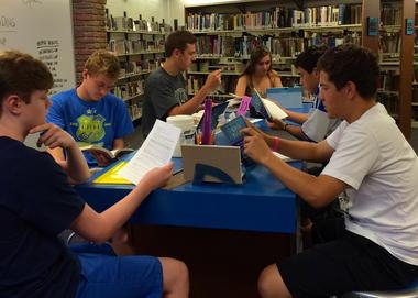 Mariemont High School participates in Campus Read