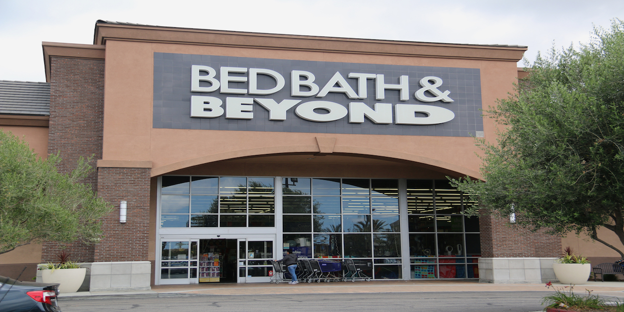 Woman appeals dismissal of suit over bed bath she was offered refund before filing suit