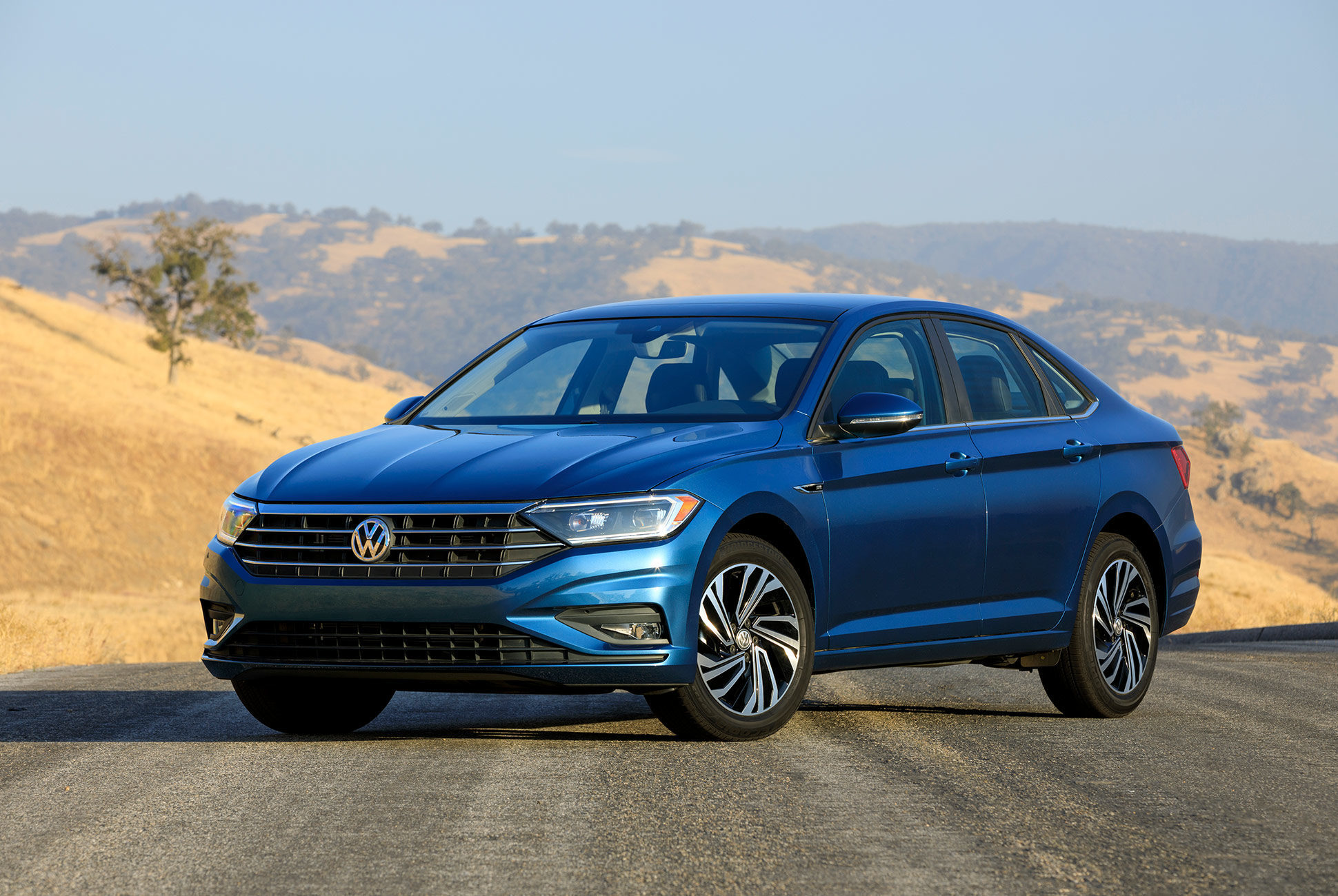 The 2019 Jetta also comes with a 1.4-L turbocharged gasoline engine.